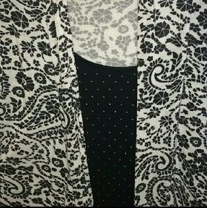 Tops - Black & White Cathy Daniels blouse size Large